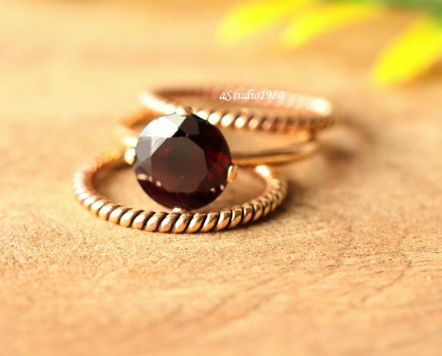 Artisan 18K Gold Garnet ring