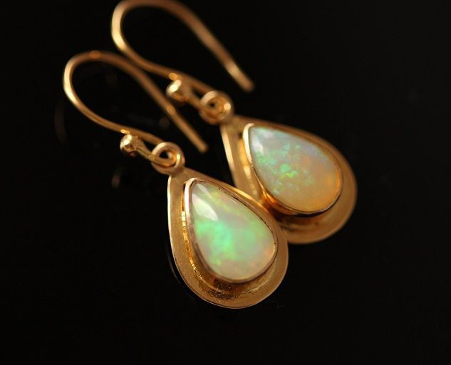 18k Gold Opal Earrings Natural