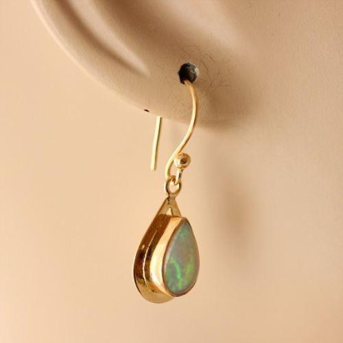 18k Gold Opal Earrings Natural