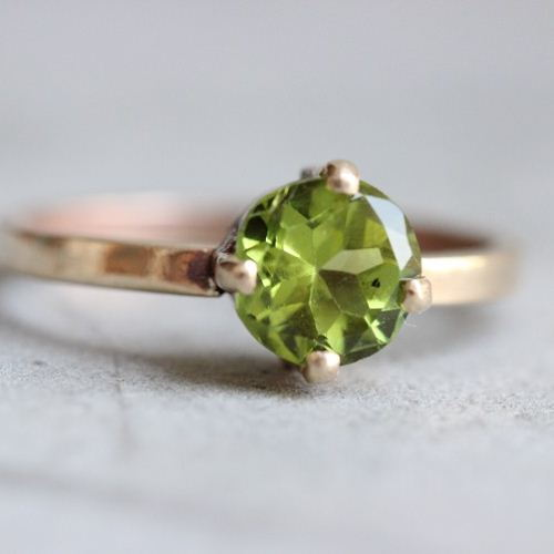 18K Gold Peridot ring Natural