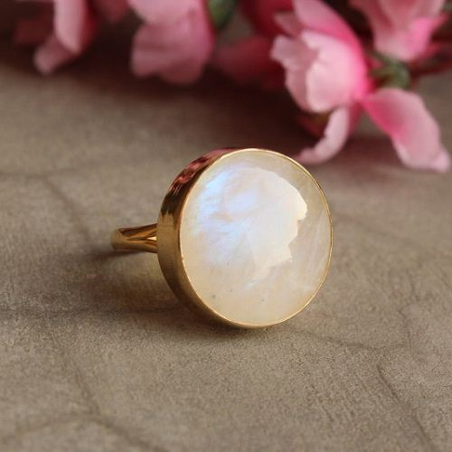 18k Gold Rainbow Moonstone Ring