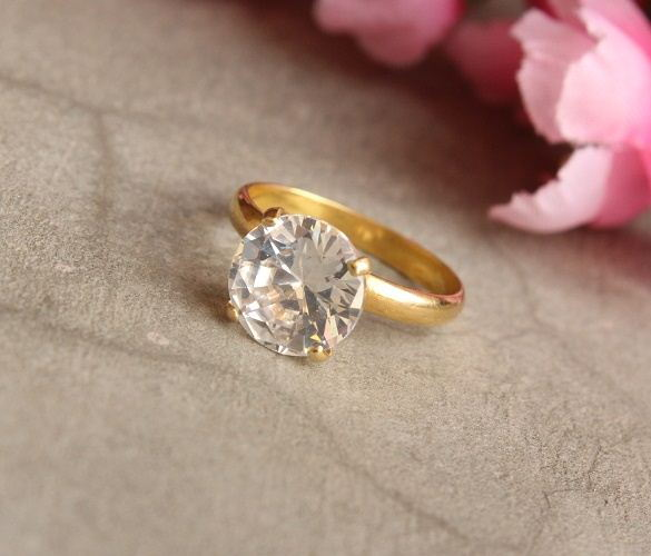 18k Gold ring WHITE topaz