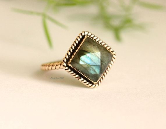 18k yellow gold labradorite ring