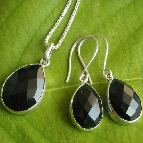 Black onyx Pendant earring set