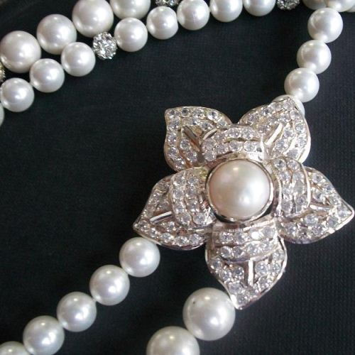 Bridal Pearl Pendant necklace asymmetric