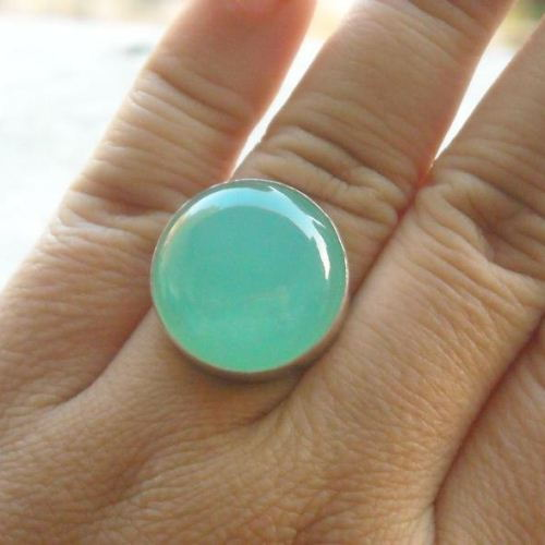 Cute round green chalcedony ring