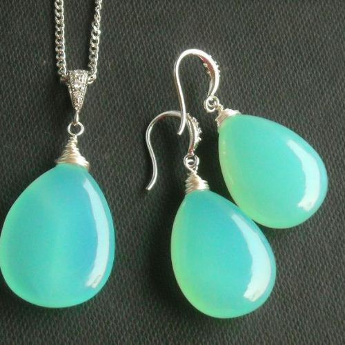 Green Chalcedony Earrings Tear Drop Silver Wire Wred
