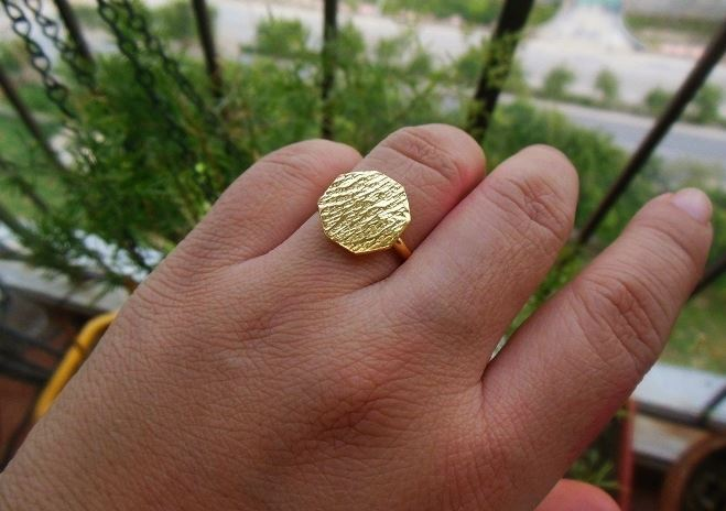 Hexagon 18 k gold hammered