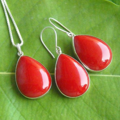 Red coral pendant and earrings