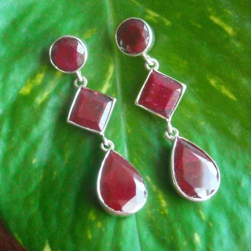 Red ruby dangle earrings Natural