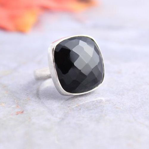 Rock Star Rings Faceted black